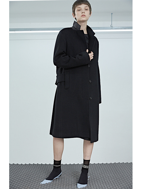T - SIGNATURE COAT - BLACK