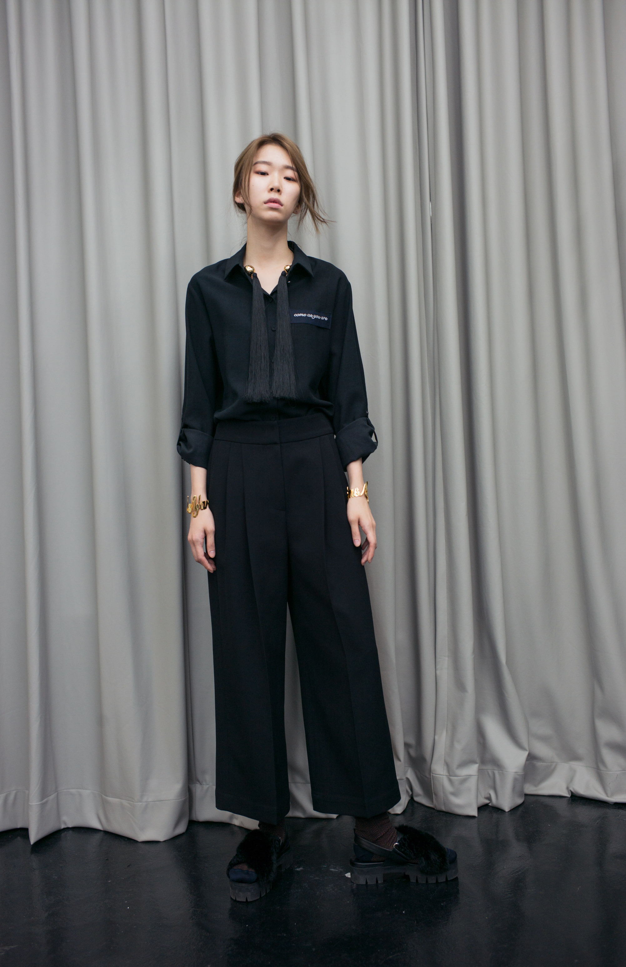 WIDE TUCK PANTS - BLACK