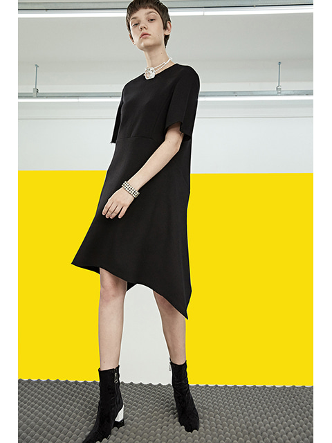 CUTTING LINE DRESS - BLACK
